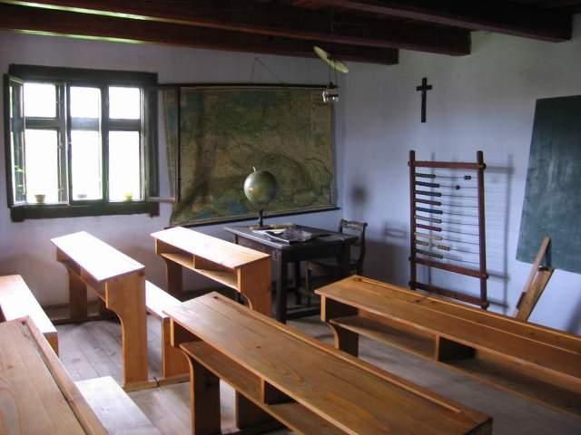 svidnik_skansen_school_interior